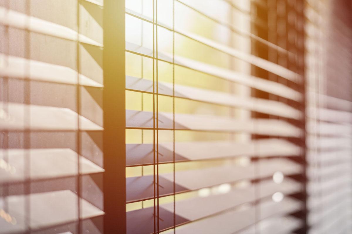Se protéger des rayons du soleil grâce aux rideaux occultants